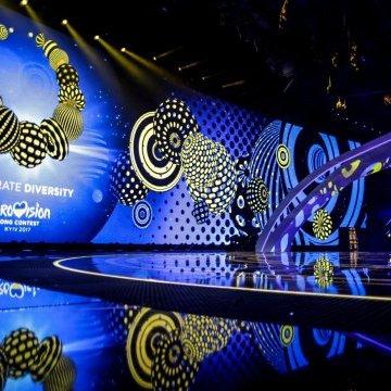 Другий півфінал Євробачення: ведучі відкриють шоу виконанням хітів конкурсу в українському стилі