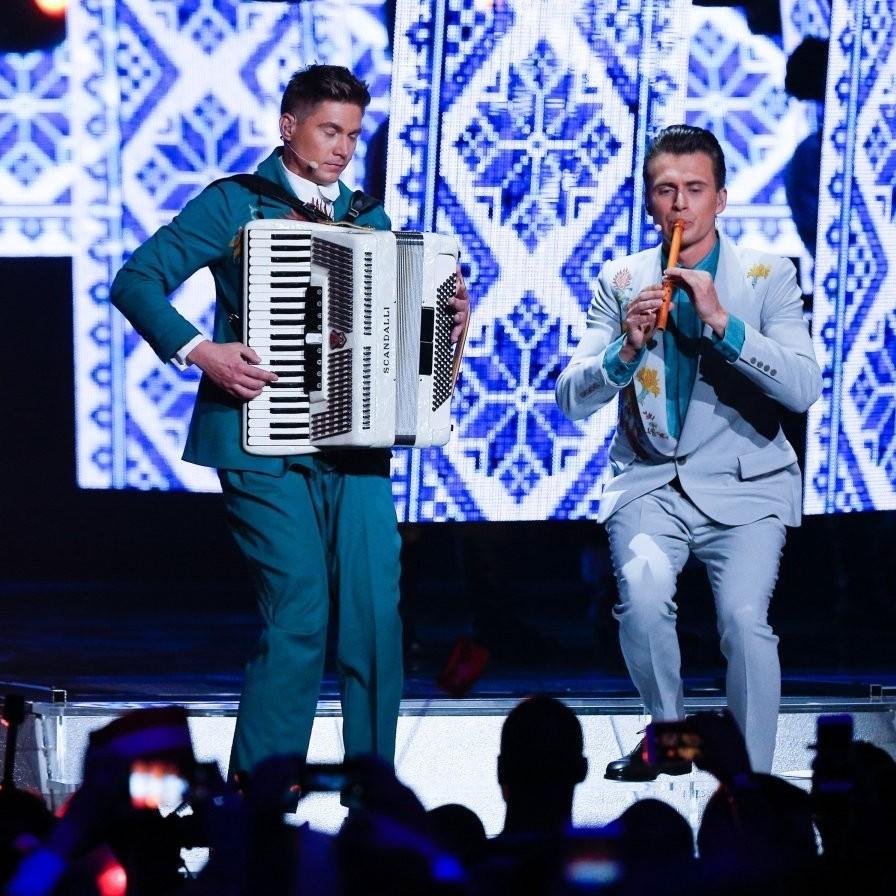 Ведучі Євробачення-2017 виконали переможні хіти минулих років з українським колоритом (відео)