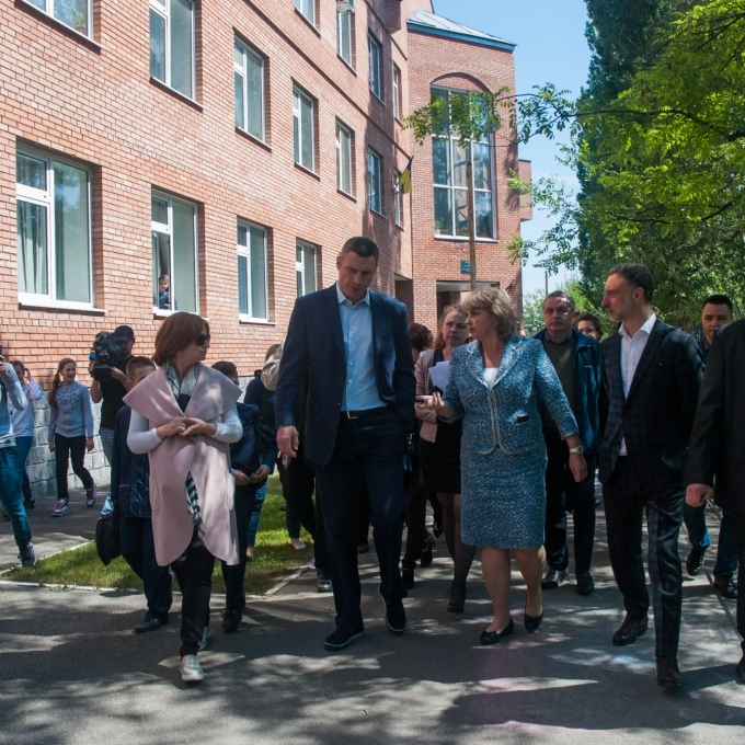 Віталій Кличко перевірив, як ремонтують та добудовують дитсадок і школу в Голосіївському районі