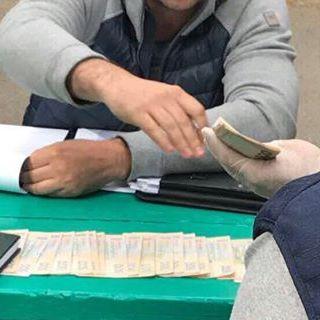 Аваков показав спійманих посадовців-хабарників