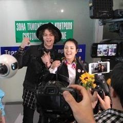 З квітами та піснями: як білоруські фанати зустрічали учасників «Євробачення» NaviBand (фото)