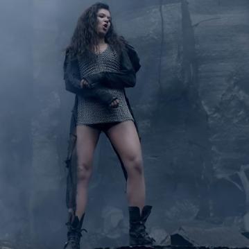 Руслана у 10-кілограмовій кольчузі танцювала під дощем у кар'єрі  (фото, відео)