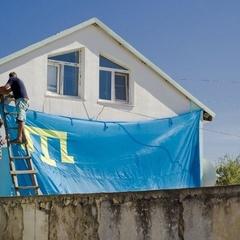 Кримські татари вивісили траурні та національні прапори попри заборону окупантів (фото)