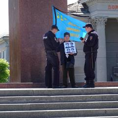 В окупованому Криму масово перевіряють документи кримських татар, які вийшли на жалобні заходи (фото)