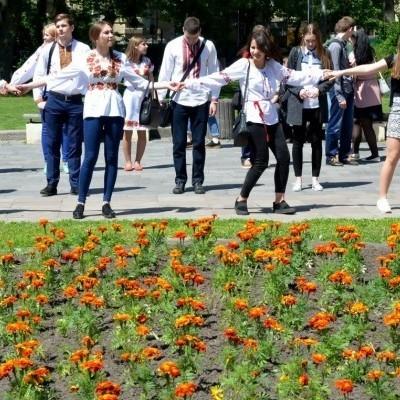 Як українці відзначали День вишиванки (фото)