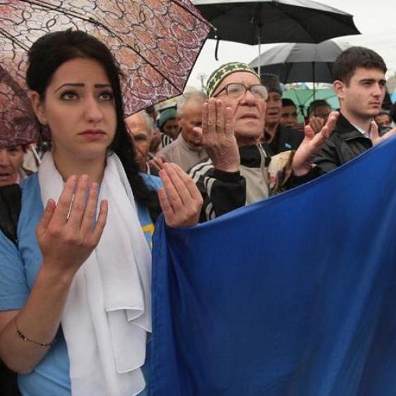 Терористи захопили кількох кримських татар на центральній площі Сімферополя