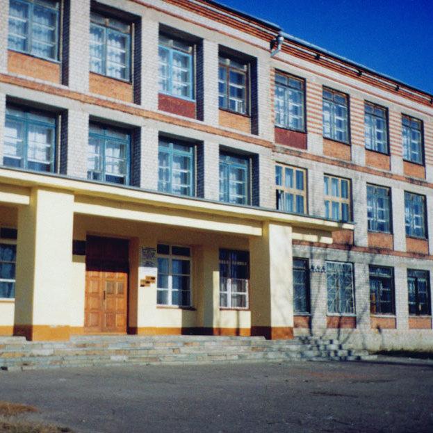 В Росії вчителька заклеїла дитині рот скотчем і виставила фото в соцмережі