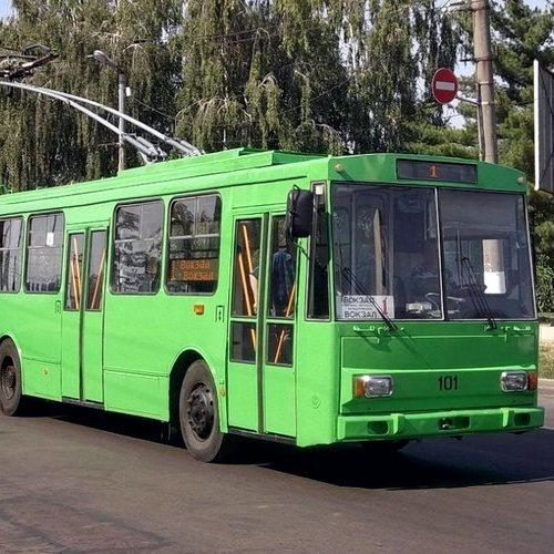 У Харкові невідомі обстріляли тролейбус
