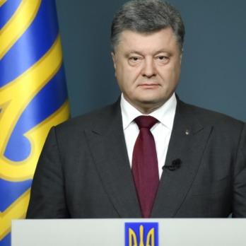 Порошенко заявив, що підпише закон про відповідальність за носіння георгіївських стрічок, щойно постанова до нього надійде