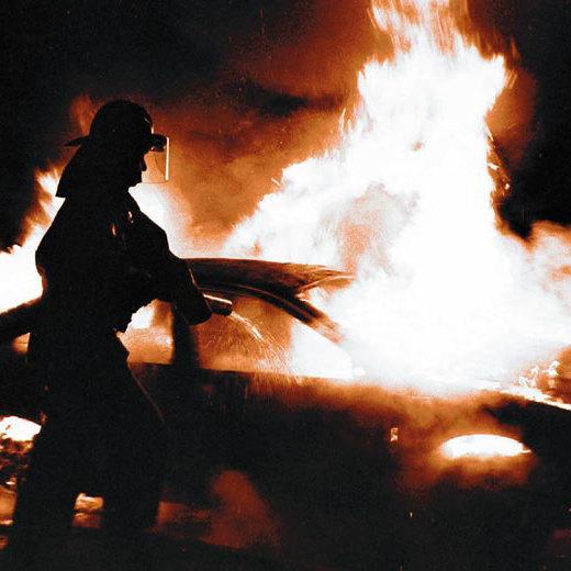 Під Львовом спалили автомобілі сільського голови та його дружини