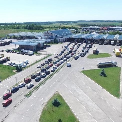 Польща обмежить імпорт автомобілів в Україну через безкінечні черги на кордоні