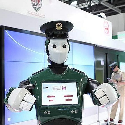 Поліція Дубая взяла на роботу робота (відео)