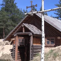 На Донбасі українські військові звели церкву із підручних матеріалів (відео)