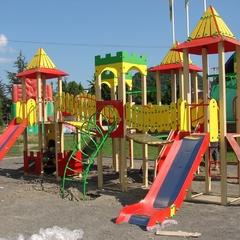 В Івано-Франківську діти викликали поліцію до жінки, яка їх облаяла на дитячому майданчику (відео)