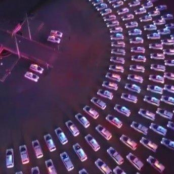 МВС показало яскравий флешмоб з новенькими поліцейськими автівками (відео)