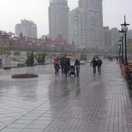 Київ накрила сильна злива, деякі райони затопило (фото, відео)