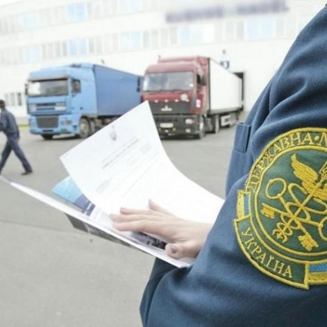 На Сумщині митники-хабарники вели зошити із записами про отримані «відкати»