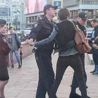 Затримання хлопчика в Москві: Поліція вибачилась перед батьками та анулювала протокол