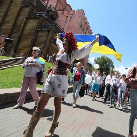 У Києві відбувся марш вишиванок (відео)