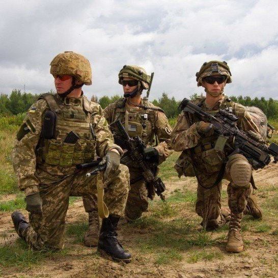 «Снайпінг - окрема релігія для стрільця»: боєць ЗСУ розповідає про тонкощі роботи (відео)