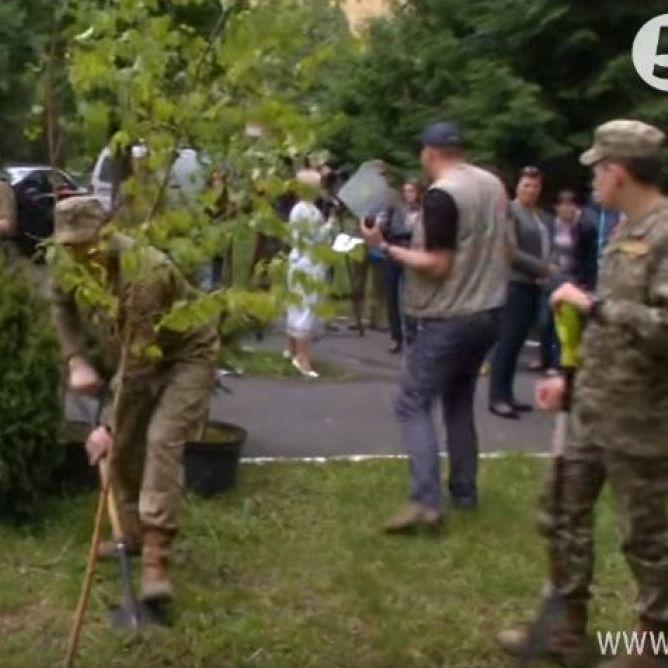 Близько 200 дерев висадили на Алеї слави біля центрального госпіталю в пам'ять про загиблих бійців АТО (фото, відео)