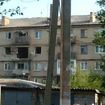Палаюча школа і розбита лікарня: з'явилися фото жахливого обстрілу Красногорівки бойовиками