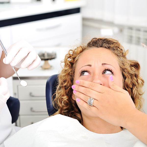 Стоматолог із Петербурга видалила 22 здорових зуба у пацієнтки - поліція