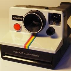 Польський мільярдер українського походження придбав компанію Polaroid