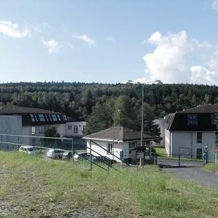 У Чехії біженці кидались в поліцейських меблями