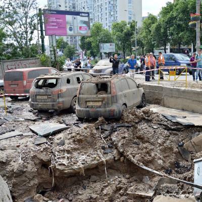 Прорив труби із гарячою водою у Києві: камера зафіксувала «вибух»