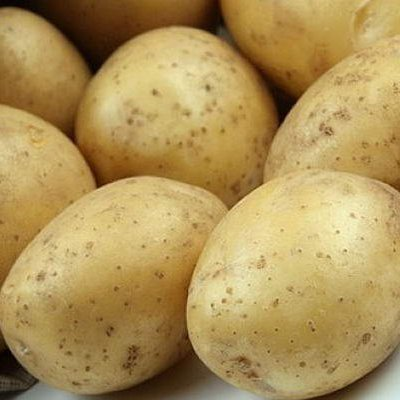 Ринки України заполонила молода картопля: чи варто її купувати зараз і як приготувати найкорисніше