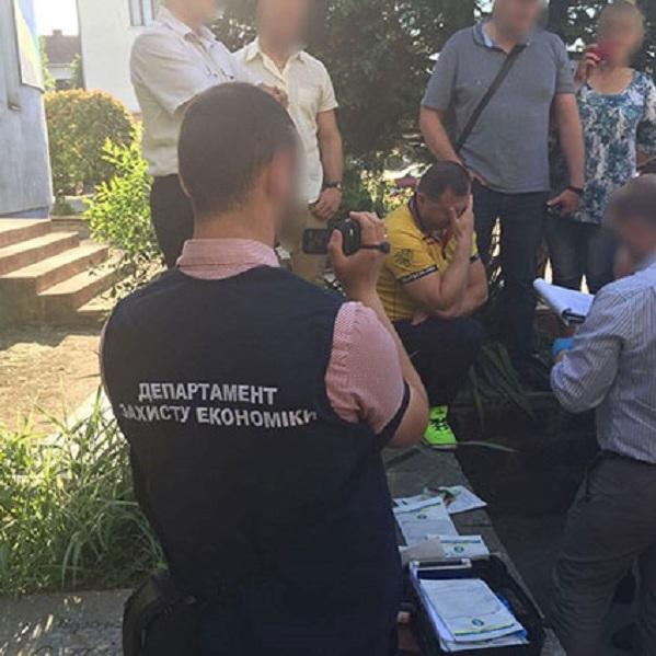 На Закарпатті впіймали групу «високопоставлених» хабарників: фото
