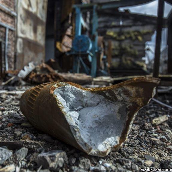 Терористи обстріляли Авдіївку: поранені мирні жителі, які стояли на зупинці