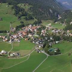 Туристам заборонили фотографувати село в Швейцарії через його красу