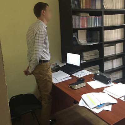 На Донеччині 25-річний прокурор вимагав гроші з поліцейського