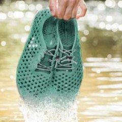 Лондонська компанія Bloom розробила взуття з водоростей