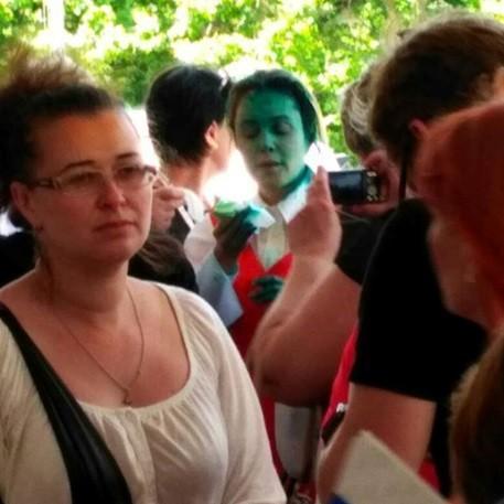 Королевську в Одесі облили зеленкою