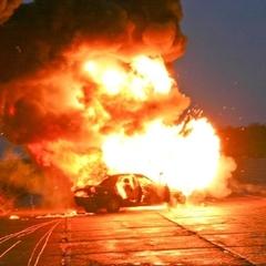У Києві підірвали автомобіль і ще чотири,що стояли поряд обгоріли (відео)