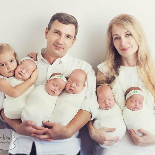 Батько відомих п'ятьох немовлят з Одеси покинув дружину з дітьми