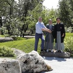 Віталій Кличко разом з мером Кіото відкрив Сад каміння та висадив сакури в оновленому парку Кіото у столиці (відео)