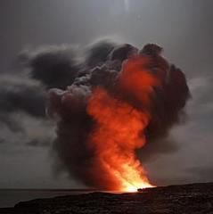 У мережі показали вражаюче відео виверження вулкана в Японії (відео)