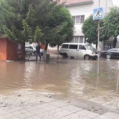 Жахлива стихія на Закарпатті: злива затопила ціле місто (фото, відео)