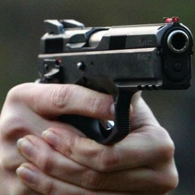 На Київщині водій позашляховика спочатку створив аварійну ситуацію а потім почав стріляти зі зброї