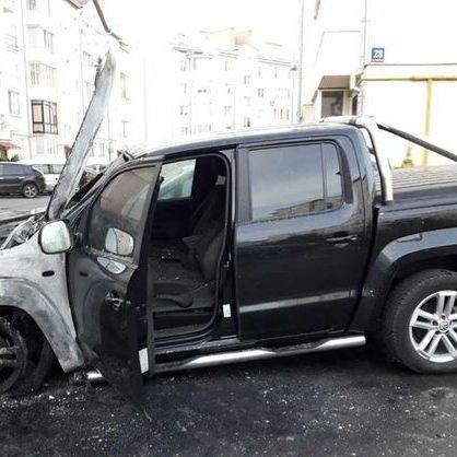 У Луцьку підпалили авто народного депутата Ігоря Лапіна (фото)