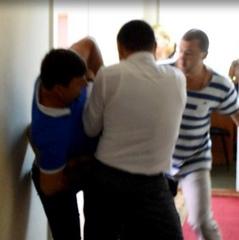 Депутати в Миколаєві влаштували жорстоку бійку, залучили боксера (фото)