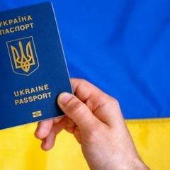 Кияни створюють величезні черги за біометричними паспортами (ФОТО)