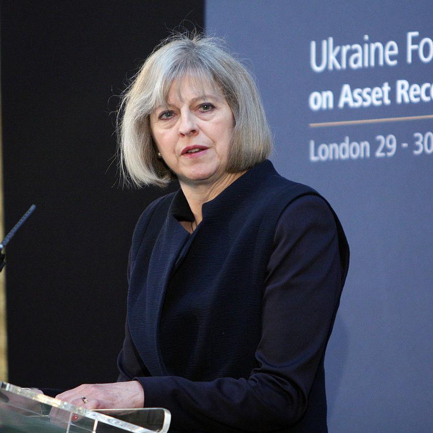 Терезу Мей закликали піти у відставку з поста лідера консерваторів і прем'єр-міністра