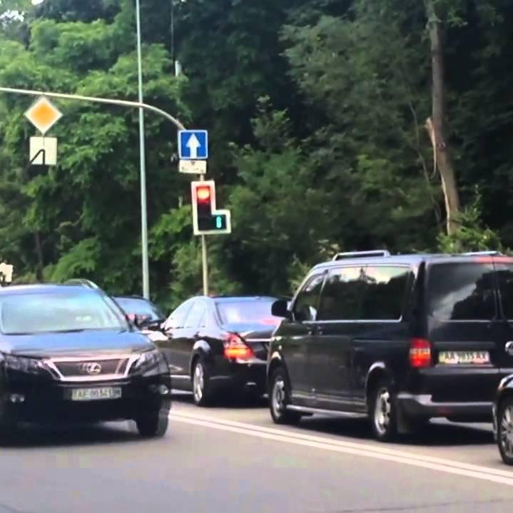 Кортеж президента збив мотоцикліста на Закарпатті (відео)