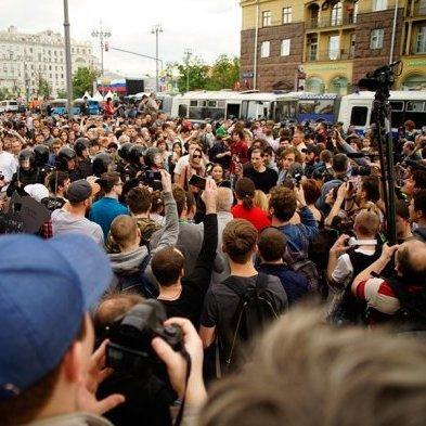 Антикорупційні мітинги у Росії: затримало близько 1600 осіб (фото)