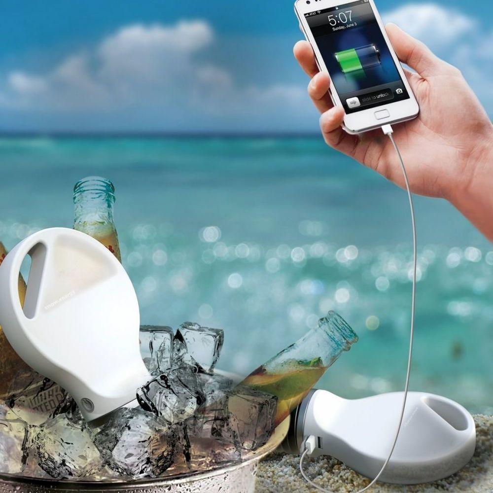 Науковці виготовили пристрій, який заряджає телефон через лід та гарячу воду (фото)